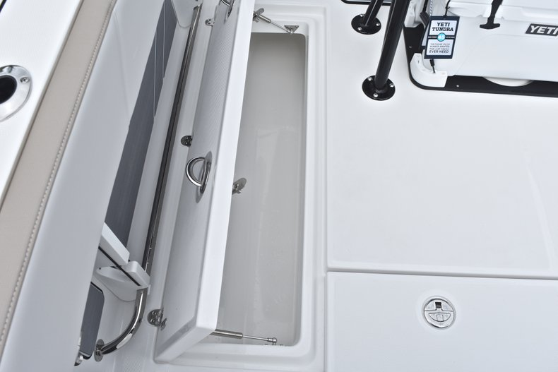 Thumbnail 18 for New 2019 Blackfin 242CC Center Console boat for sale in West Palm Beach, FL