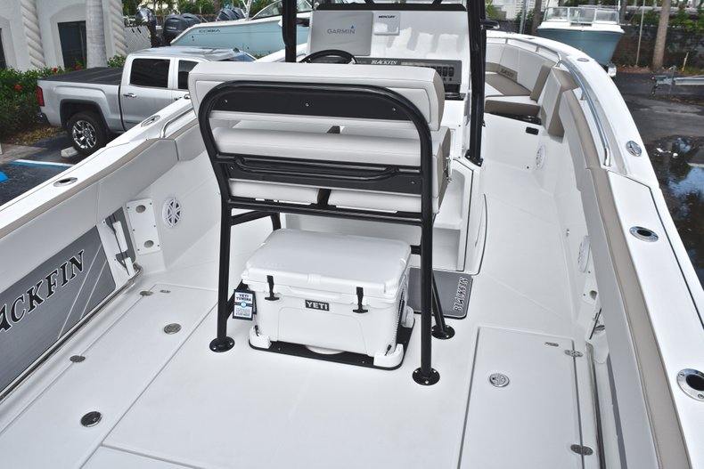 Thumbnail 9 for New 2019 Blackfin 242CC Center Console boat for sale in West Palm Beach, FL