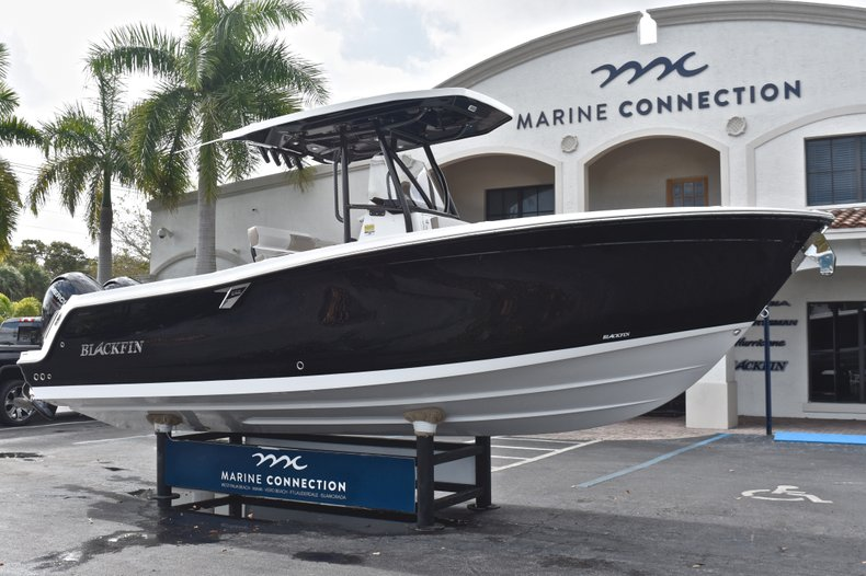 Thumbnail 1 for New 2019 Blackfin 242CC Center Console boat for sale in West Palm Beach, FL