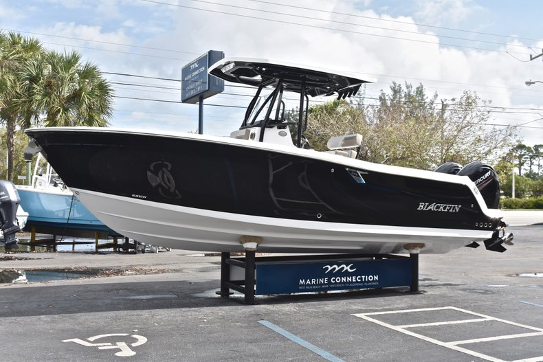 Thumbnail 3 for New 2019 Blackfin 242CC Center Console boat for sale in West Palm Beach, FL