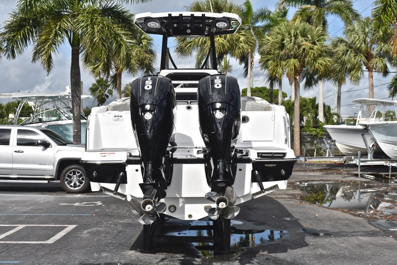 Thumbnail 6 for New 2019 Blackfin 242CC Center Console boat for sale in West Palm Beach, FL