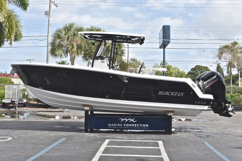 Thumbnail 4 for New 2019 Blackfin 242CC Center Console boat for sale in West Palm Beach, FL