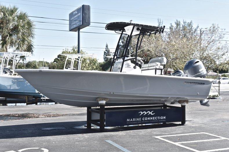 Thumbnail 3 for New 2019 Sportsman Masters 207 Bay Boat boat for sale in West Palm Beach, FL