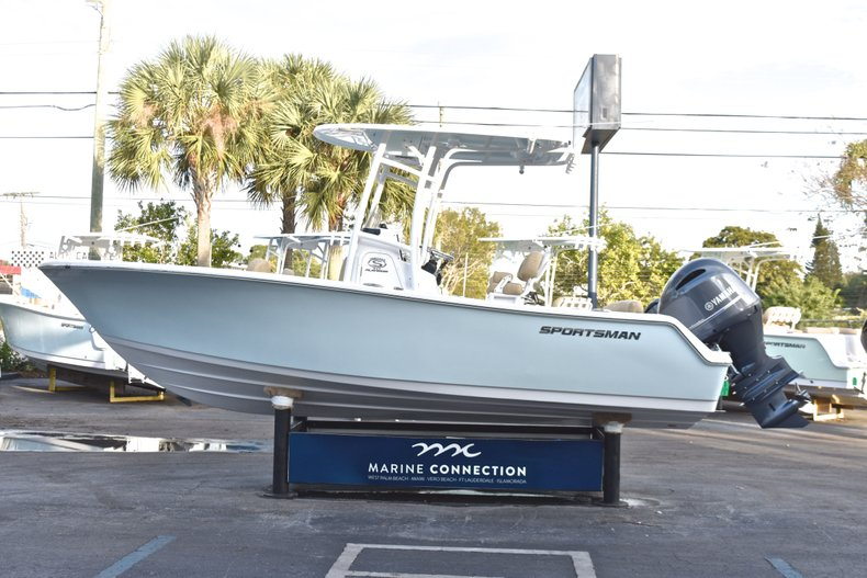 Thumbnail 4 for New 2019 Sportsman Heritage 211 Center Console boat for sale in West Palm Beach, FL