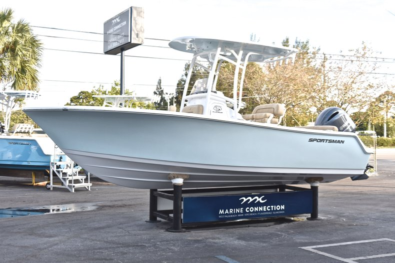 Thumbnail 3 for New 2019 Sportsman Heritage 211 Center Console boat for sale in West Palm Beach, FL