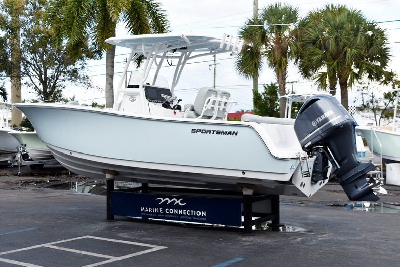 Thumbnail 5 for New 2019 Sportsman Heritage 241 Center Console boat for sale in West Palm Beach, FL