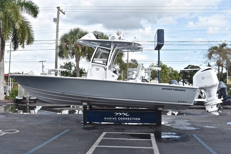 Thumbnail 5 for New 2019 Sportsman Masters 267 Bay Boat boat for sale in West Palm Beach, FL