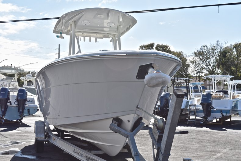 Thumbnail 6 for New 2019 Cobia 261 Center Console boat for sale in Miami, FL