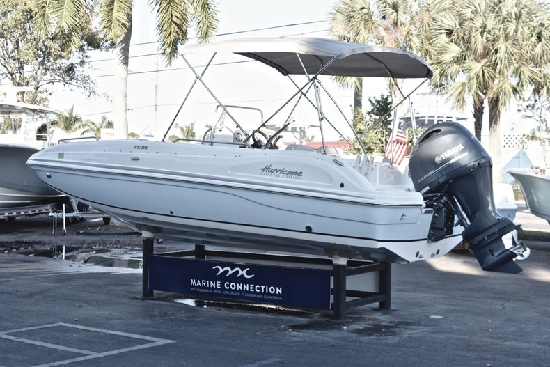 Thumbnail 5 for Used 2017 Hurricane SunDeck Sport SS 211 OB boat for sale in West Palm Beach, FL