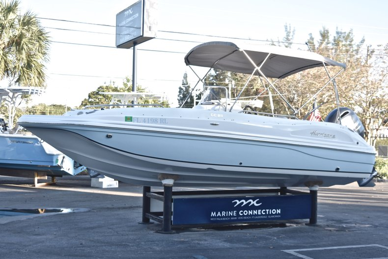 Thumbnail 3 for Used 2017 Hurricane SunDeck Sport SS 211 OB boat for sale in West Palm Beach, FL
