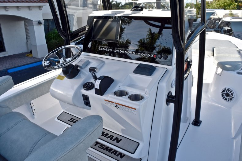 Thumbnail 40 for New 2019 Sportsman Masters 267 Bay Boat boat for sale in Vero Beach, FL