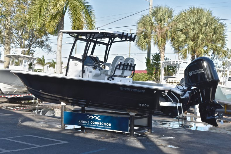 Thumbnail 5 for New 2019 Sportsman Masters 267 Bay Boat boat for sale in Vero Beach, FL
