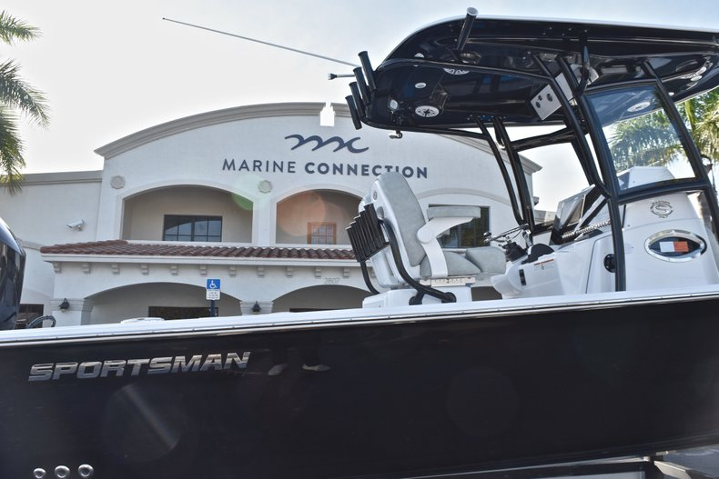 Thumbnail 8 for New 2019 Sportsman Masters 267 Bay Boat boat for sale in Vero Beach, FL