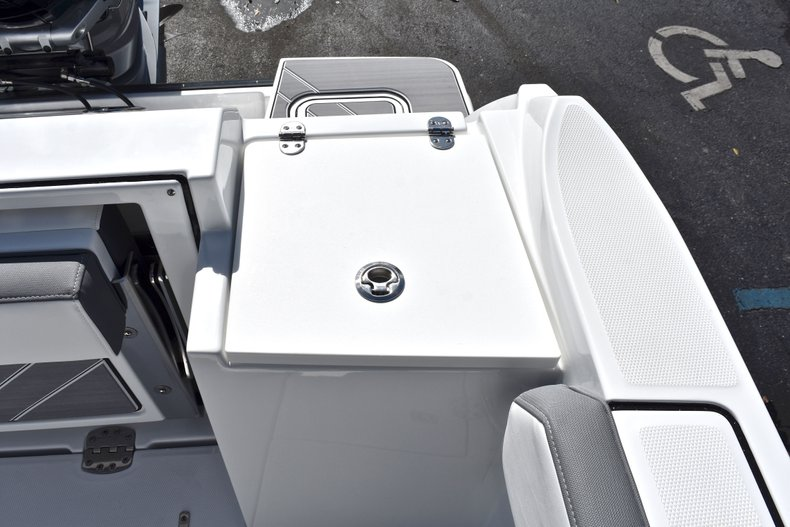 Thumbnail 21 for New 2019 Blackfin 242CC Center Console boat for sale in West Palm Beach, FL