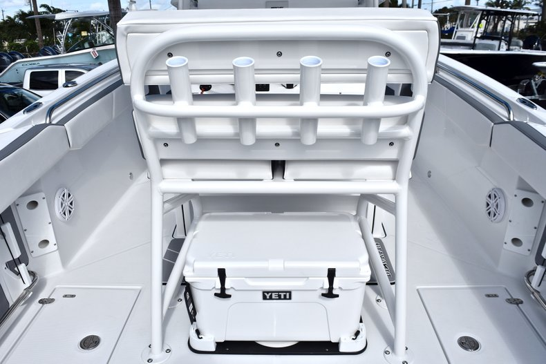 Thumbnail 29 for New 2019 Blackfin 242CC Center Console boat for sale in West Palm Beach, FL