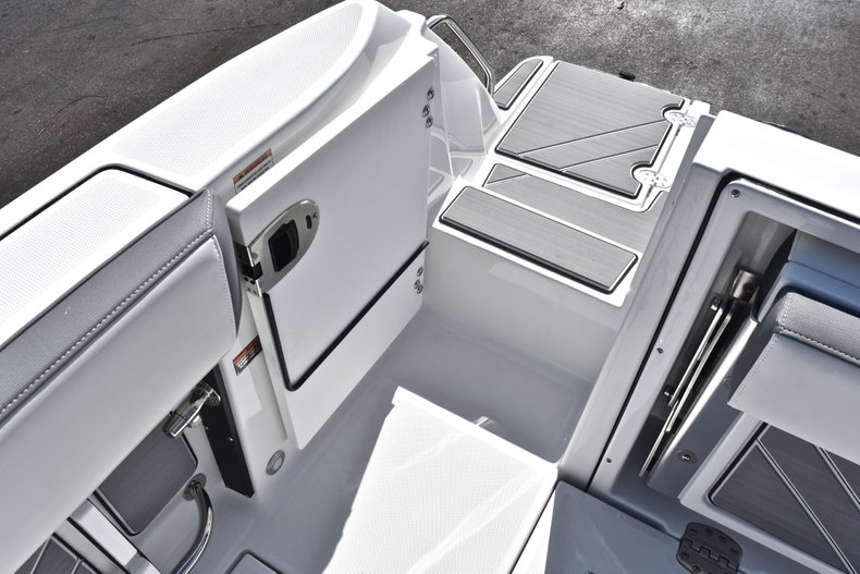 Thumbnail 16 for New 2019 Blackfin 242CC Center Console boat for sale in West Palm Beach, FL