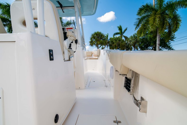 Thumbnail 20 for New 2019 Cobia 320 Center Console boat for sale in Islamorada, FL