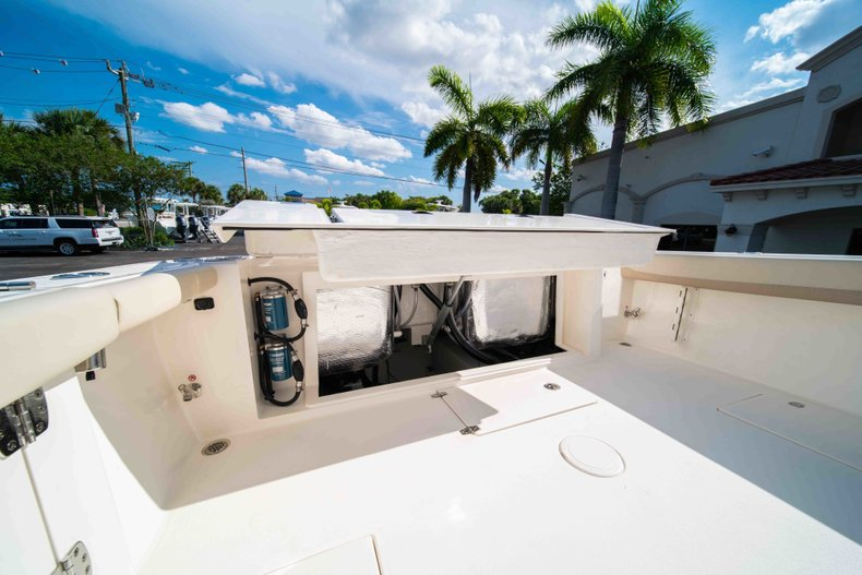 Thumbnail 14 for New 2019 Cobia 320 Center Console boat for sale in Islamorada, FL