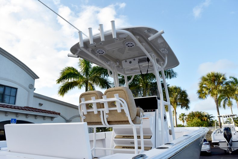 Thumbnail 8 for New 2019 Sportsman Masters 247 Bay Boat boat for sale in Miami, FL