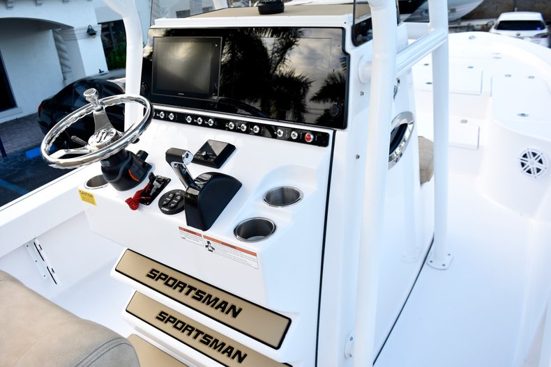 Thumbnail 36 for New 2019 Sportsman Masters 247 Bay Boat boat for sale in Miami, FL