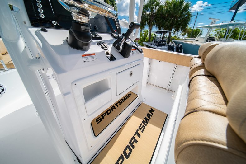Thumbnail 29 for New 2019 Sportsman Open 232 Center Console boat for sale in West Palm Beach, FL