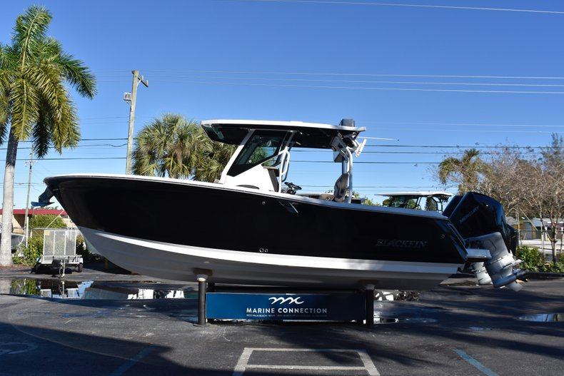 Thumbnail 4 for New 2019 Blackfin 272CC Center Console boat for sale in Fort Lauderdale, FL