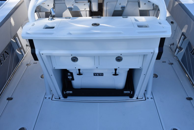 Thumbnail 28 for New 2019 Blackfin 272CC Center Console boat for sale in Fort Lauderdale, FL