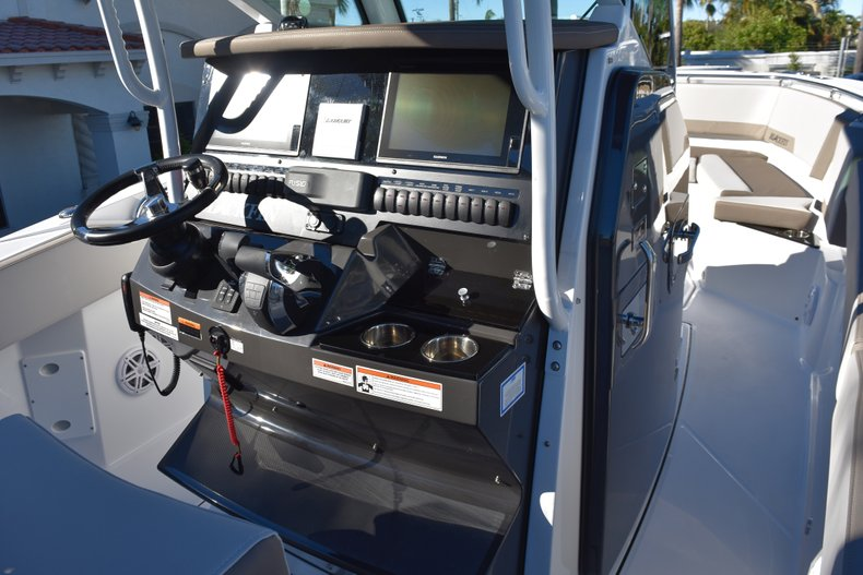 Thumbnail 42 for New 2019 Blackfin 272CC Center Console boat for sale in Fort Lauderdale, FL