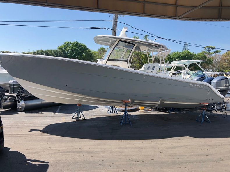 Thumbnail 4 for New 2019 Cobia 344 Center Console boat for sale in Vero Beach, FL