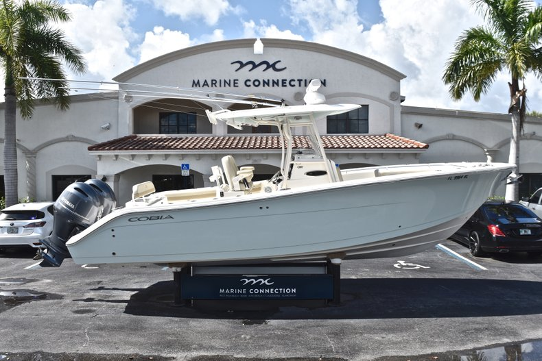 Image 0 for 2018 Cobia 277 Center Console in West Palm Beach, FL
