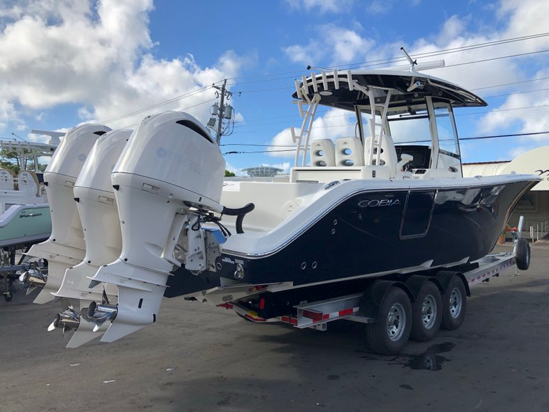 Image 4 for 2019 Cobia 344 Center Console in West Palm Beach, FL