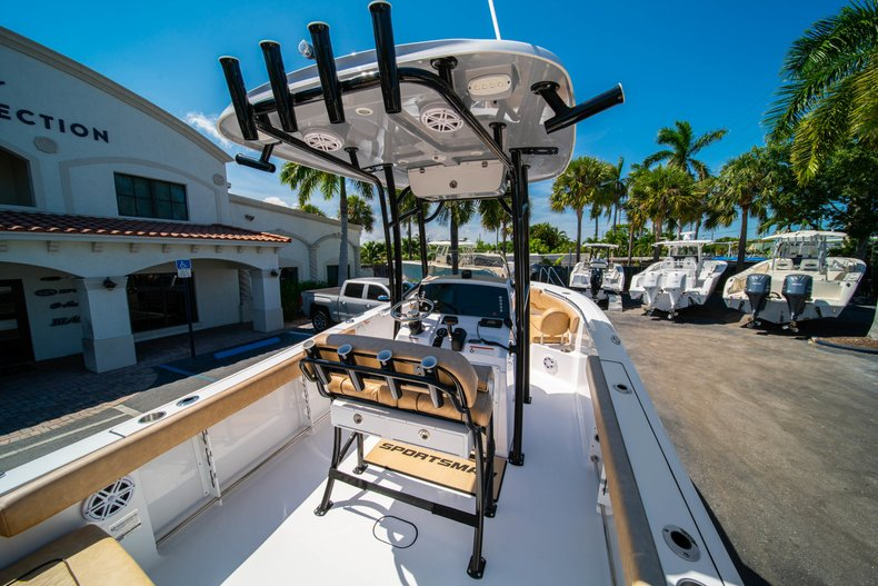 Thumbnail 9 for New 2019 Sportsman Heritage 231 Center Console boat for sale in West Palm Beach, FL
