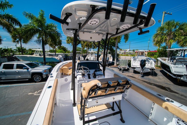Thumbnail 10 for New 2019 Sportsman Heritage 231 Center Console boat for sale in West Palm Beach, FL