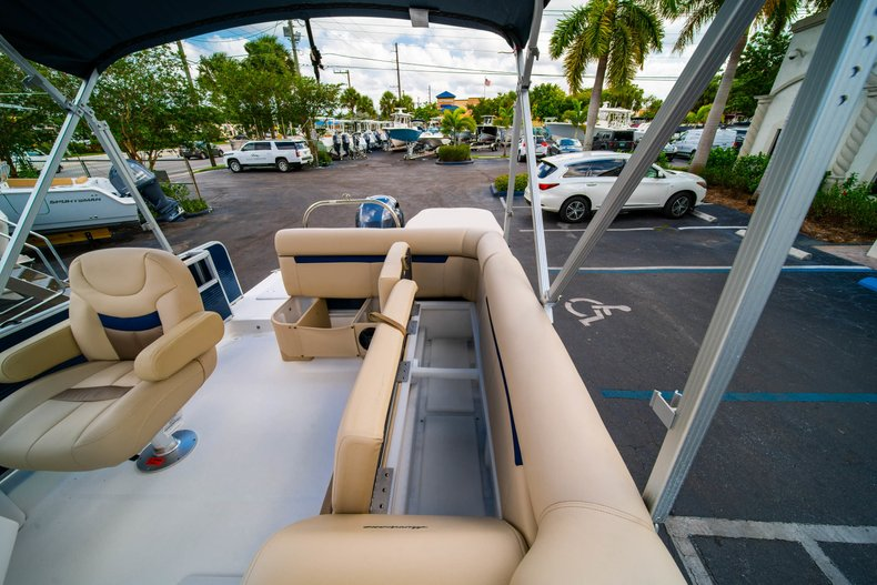 Thumbnail 12 for New 2019 Hurricane FunDeck FD 226 OB boat for sale in West Palm Beach, FL