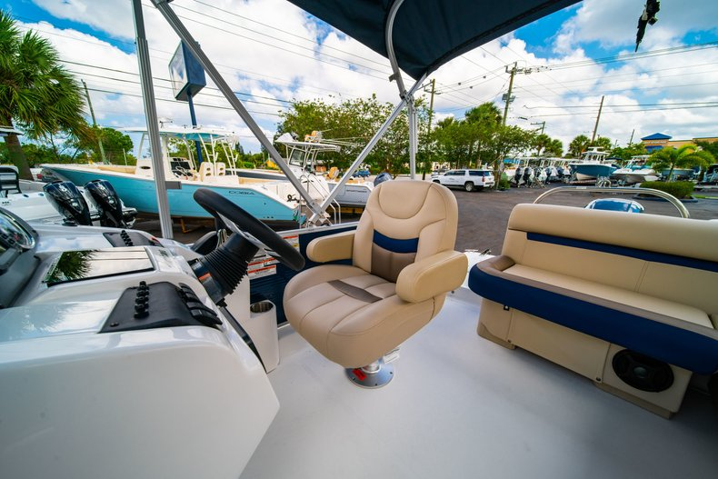 Thumbnail 15 for New 2019 Hurricane FunDeck FD 226 OB boat for sale in West Palm Beach, FL