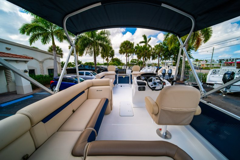 Thumbnail 10 for New 2019 Hurricane FunDeck FD 226 OB boat for sale in West Palm Beach, FL