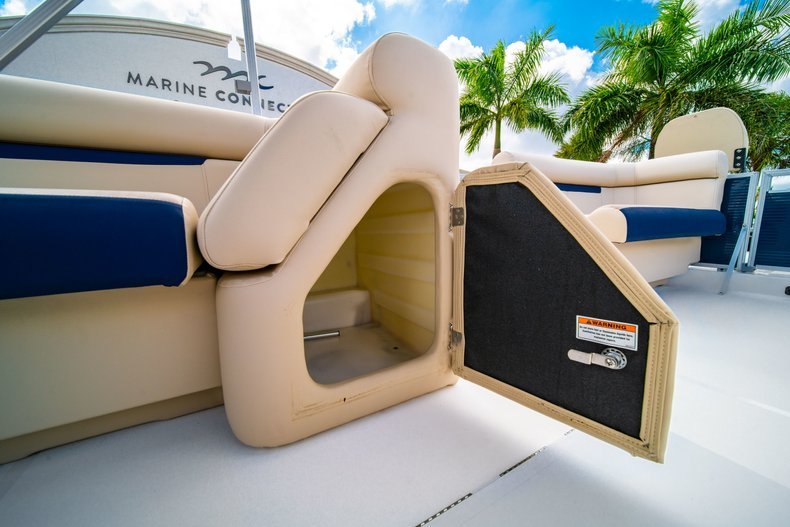 Thumbnail 19 for New 2019 Hurricane FunDeck FD 226 OB boat for sale in West Palm Beach, FL