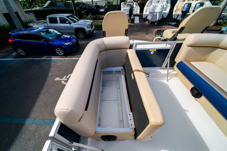 Thumbnail 23 for New 2019 Hurricane FunDeck FD 226 OB boat for sale in West Palm Beach, FL