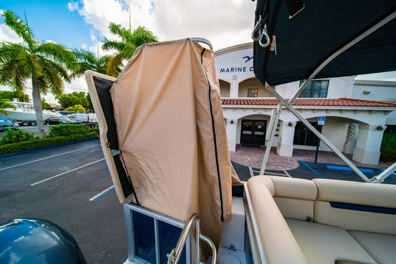 Thumbnail 9 for New 2019 Hurricane FunDeck FD 226 OB boat for sale in West Palm Beach, FL