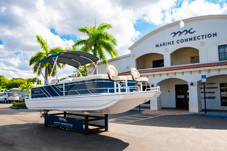 Thumbnail 1 for New 2019 Hurricane FunDeck FD 226 OB boat for sale in West Palm Beach, FL