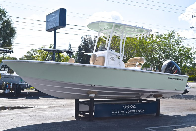 Thumbnail 3 for New 2019 Sportsman Masters 227 Bay Boat boat for sale in West Palm Beach, FL