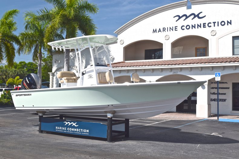 Thumbnail 1 for New 2019 Sportsman Masters 227 Bay Boat boat for sale in West Palm Beach, FL