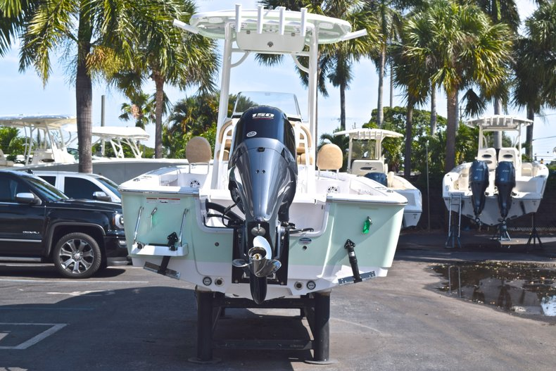 Thumbnail 6 for New 2019 Sportsman Masters 227 Bay Boat boat for sale in Vero Beach, FL