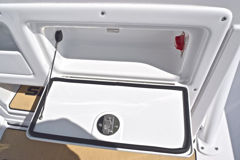 Thumbnail 37 for New 2019 Sportsman Masters 227 Bay Boat boat for sale in Vero Beach, FL