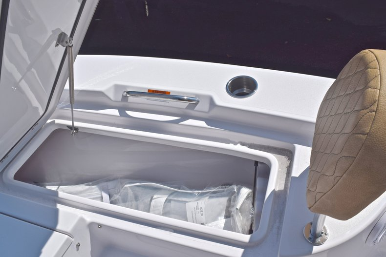 Thumbnail 48 for New 2019 Sportsman Masters 227 Bay Boat boat for sale in Vero Beach, FL