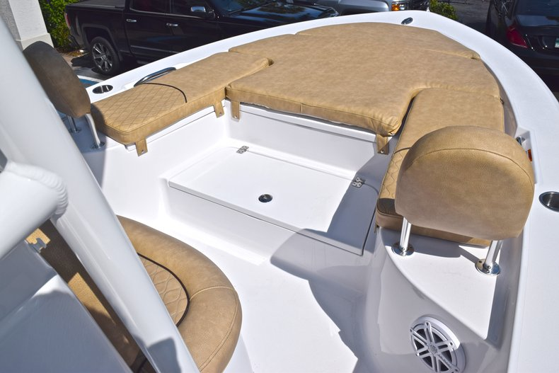 Thumbnail 42 for New 2019 Sportsman Masters 227 Bay Boat boat for sale in Vero Beach, FL