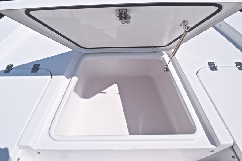 Thumbnail 52 for New 2019 Sportsman Masters 227 Bay Boat boat for sale in Vero Beach, FL