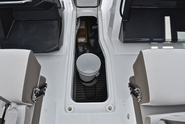 Thumbnail 53 for New 2019 Blackfin 272DC Dual Console boat for sale in West Palm Beach, FL