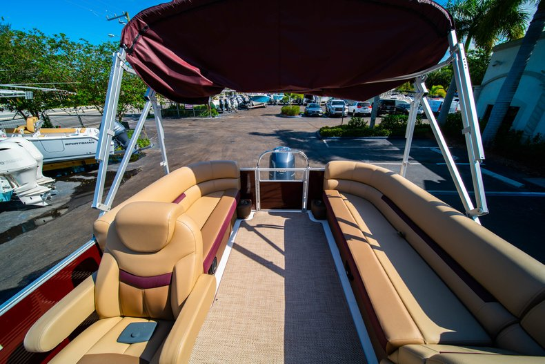 Thumbnail 9 for New 2019 Hurricane FunDeck FD 236SB boat for sale in West Palm Beach, FL