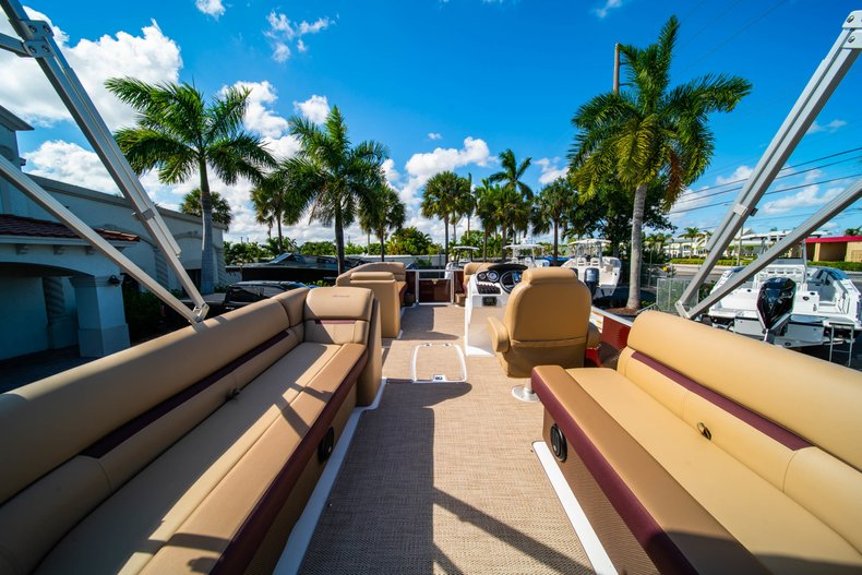 Thumbnail 8 for New 2019 Hurricane FunDeck FD 236SB boat for sale in West Palm Beach, FL